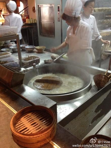 面锅里面煮锅盖